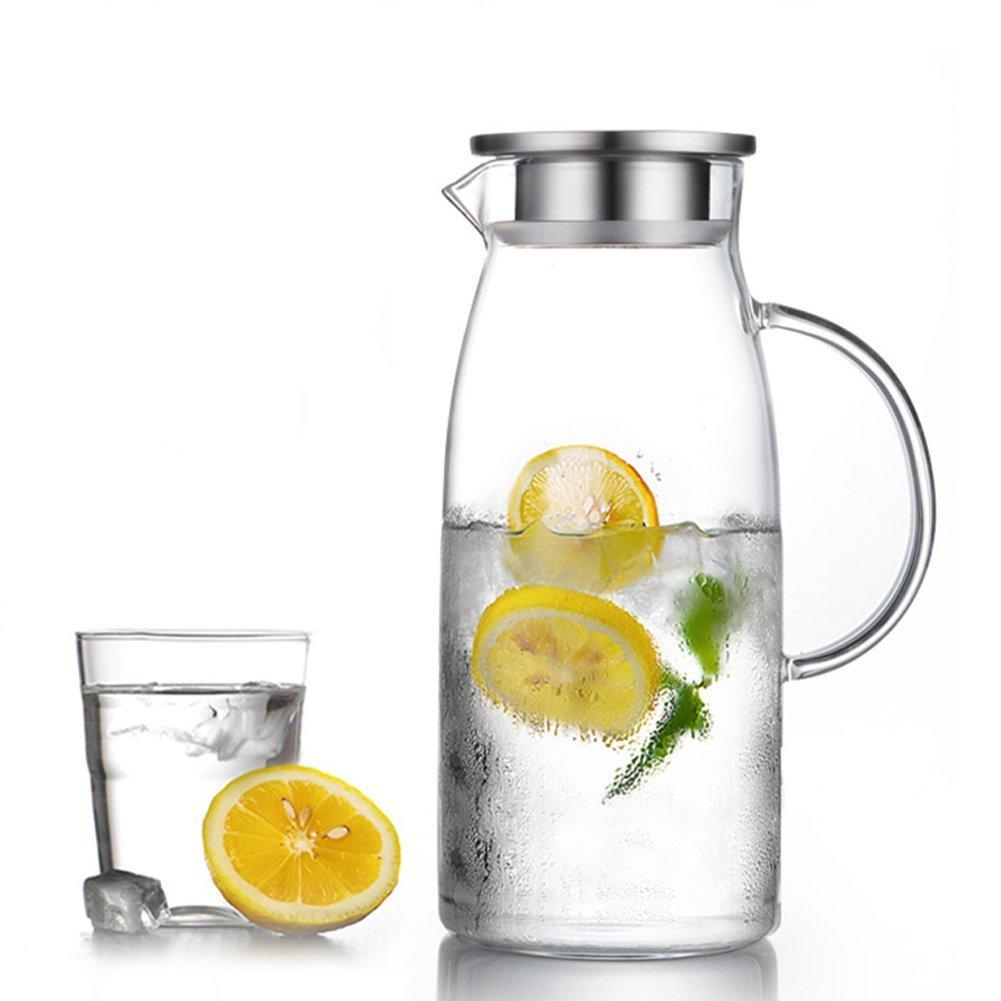 karafka wody z cytryną