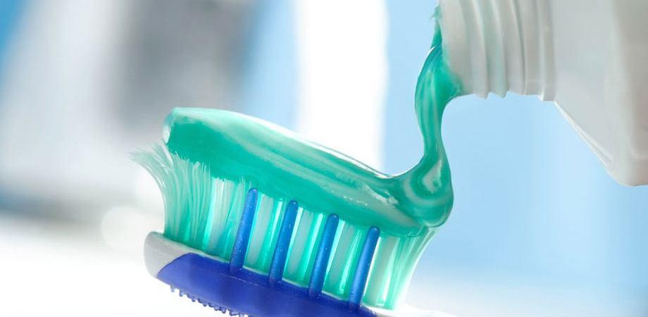 szkodliwy fluor w paście do zębów