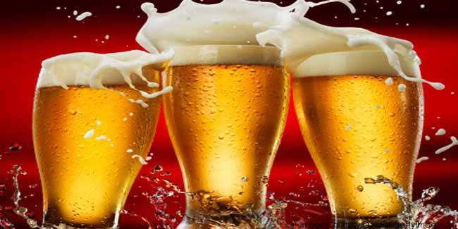 trzy szklanki piwa imbirowego