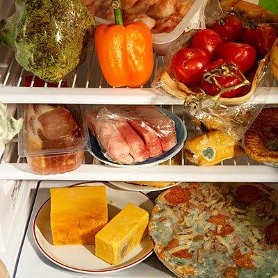 Spleśniała żywność w lodówce